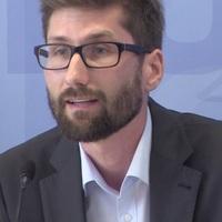 Presseheft Suche Nach FlüGen Die Geschichte Der Piera 6 Pressefotos Moderate Kosten